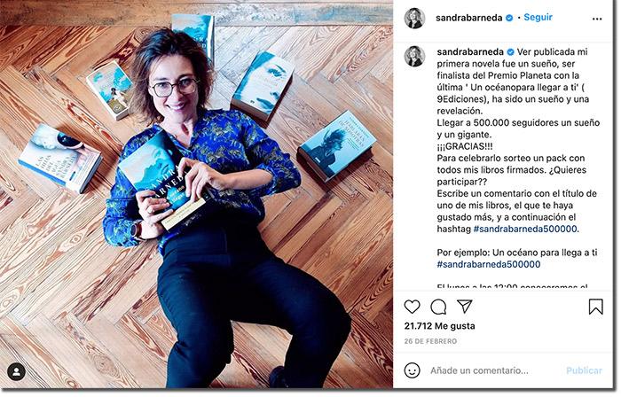 ejemplo de cómo promocionar un libro con un sorteo de comentarios en instagram